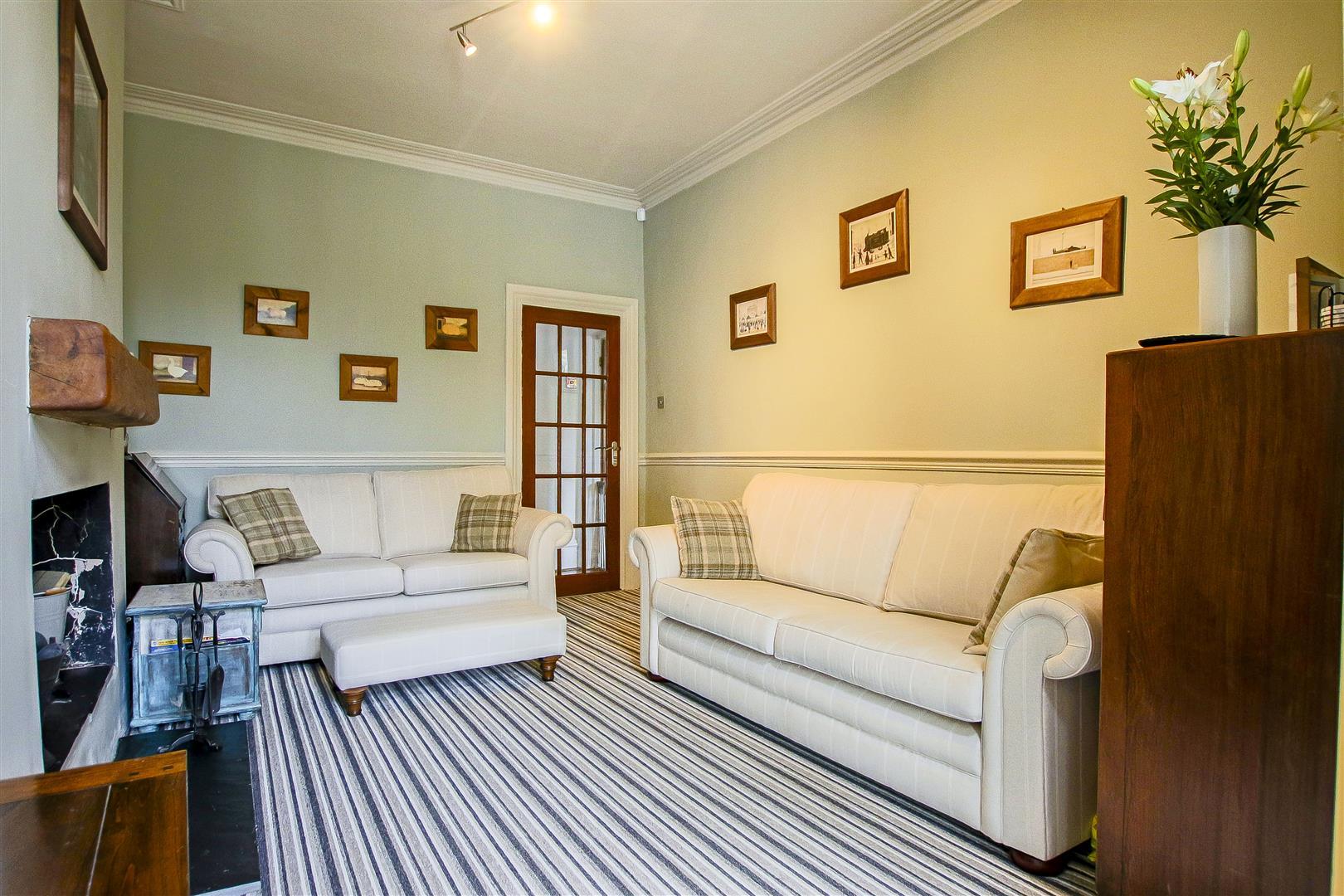 4 Bedroom Semi-detached House For Sale - 13.jpg